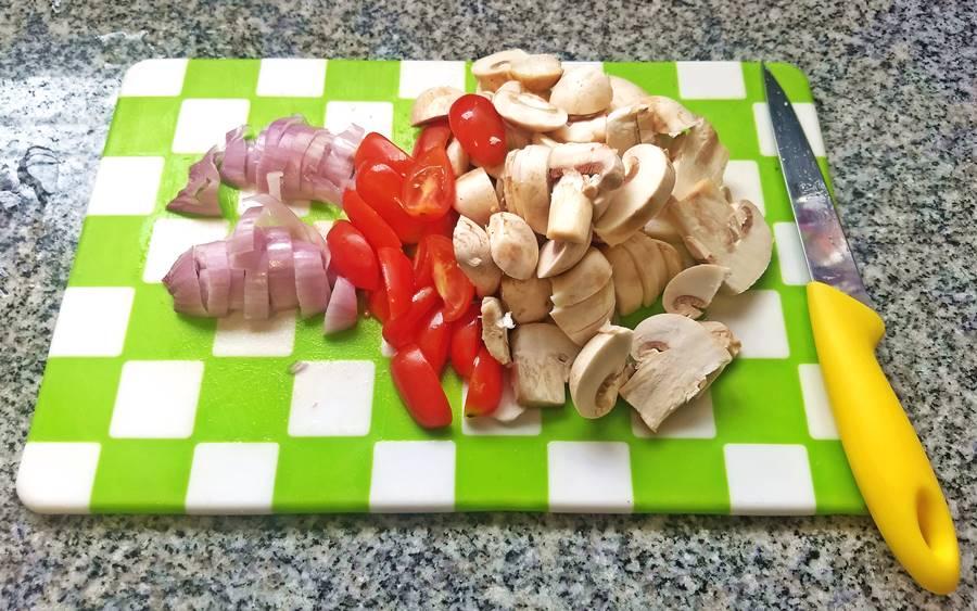 sliced mushroom, cherry tomato and shallot