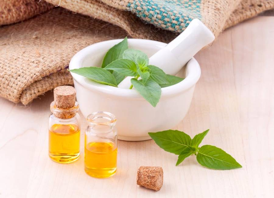 natural cosmetic ingredients, pestle and mortar